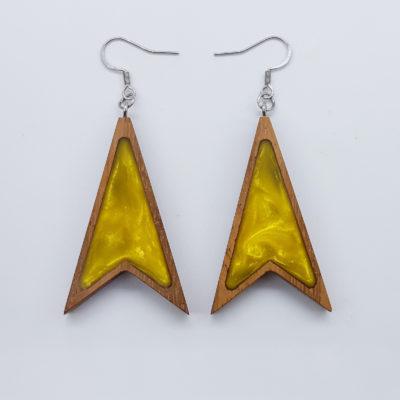Σκουλαρίκια ρητίνης κίτρινα τρίγωνα με μύτες με ξύλινο πλαίσιο
