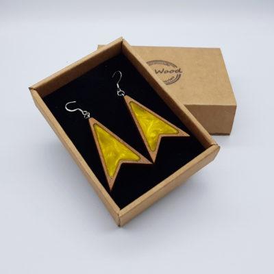 Σκουλαρίκια από υγρό γυαλί κίτρινα τρίγωνα με μύτες με ξύλινο πλαίσιο