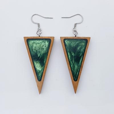 Σκουλαρίκια ρητίνης πράσινα τρίγωνα με ξύλινο πλαίσιο