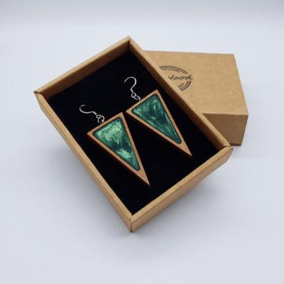 Σκουλαρίκια από υγρό γυαλί πράσινα τρίγωνα με ξύλινο πλαίσιο