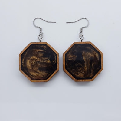 Σκουλαρίκια ρητίνης καφέ πολύγωνα με ξύλινο πλαίσιο