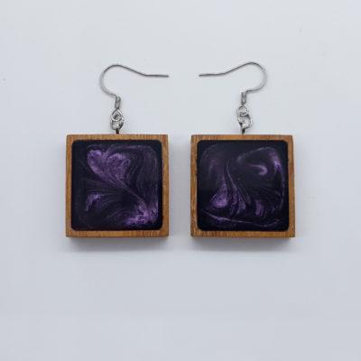 Σκουλαρίκια ρητίνης σκούρο μοβ τετράγωνα με ξύλινο πλαίσιο