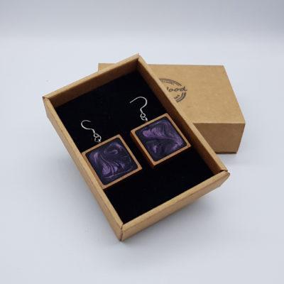 Σκουλαρίκια από υγρό γυαλί σκούρο μοβ τετράγωνα με ξύλινο πλαίσιο
