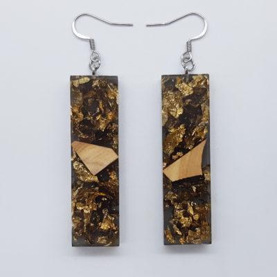 σκουλαρίκια ρητίνης ίσια ,διάφανα μαύρα με φύλλα χρυσού και ξύλο ελιάς