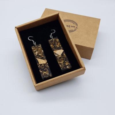 σκουλαρίκια από υγρό γυαλί ίσια ,διάφανα μαύρα με φύλλα χρυσού και ξύλο ελιάς