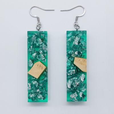 σκουλαρίκια ρητίνης ίσια ,διάφανα. πράσινα με φύλλα ασήμι και ξύλο ελιάς