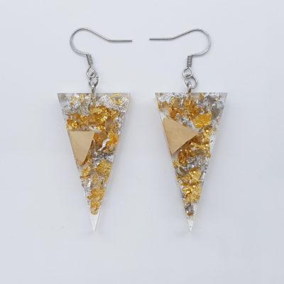 σκουλαρίκια ρητίνης τρίγωνα με φύλλα χρυσού , ασήμι και ξύλο ελιάς