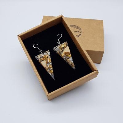 σκουλαρίκια από υγρό γυαλί τρίγωνα με φύλλα χρυσού , ασήμι και ξύλο ελιάς
